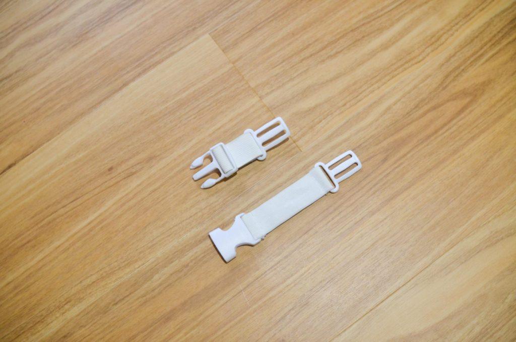 リニューアルした転倒防止リュック、ベビーヘッドガードに付属の補助ベルト。