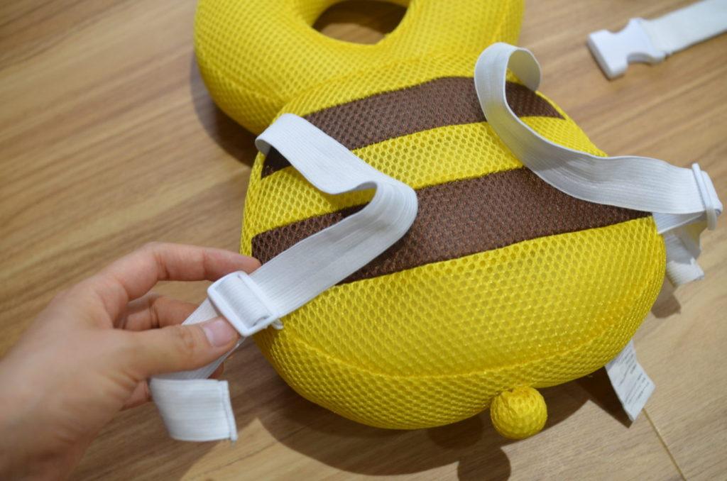 転倒防止リュック、ベビーヘッドガードの補助ベルトの付け方。