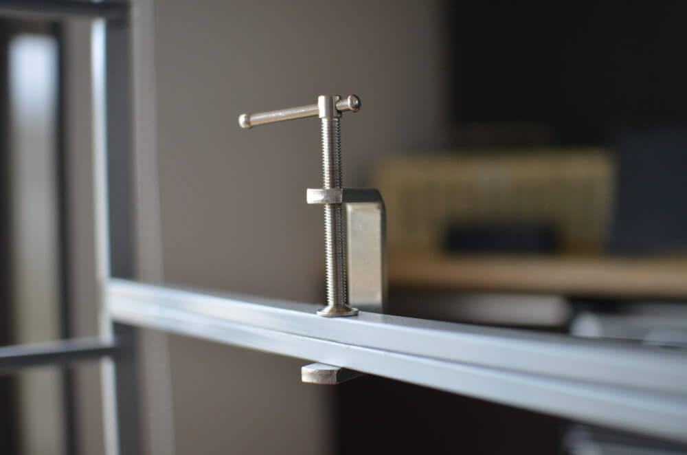 キャットタワーに使用するANTONIUSをクランプで連結する。