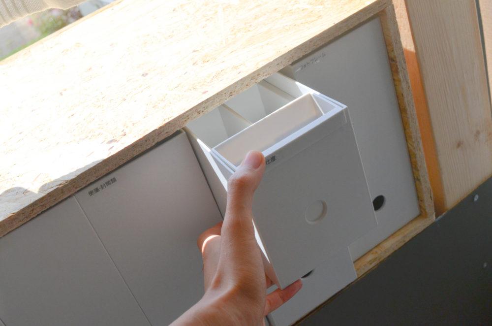 無印良品のファイルボックスのハーフサイズを出かける時に必要な小物の整理に使用。