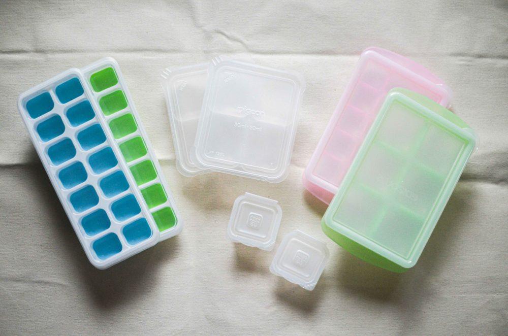 離乳食の冷凍保存容器いろいろ。