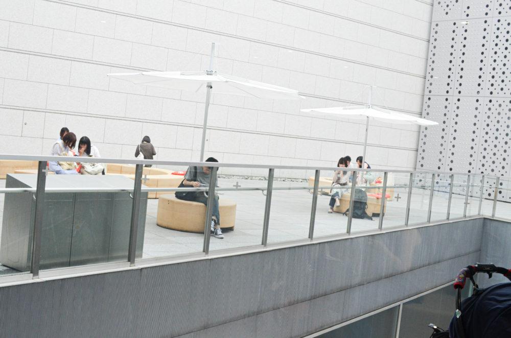 東京都現代美術館のテラス。