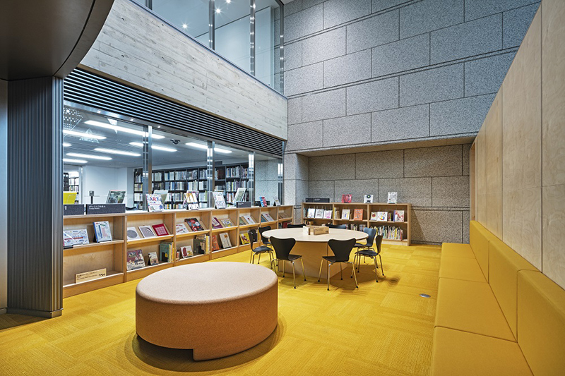 東京都現代美術館の地下にある「美術図書館」