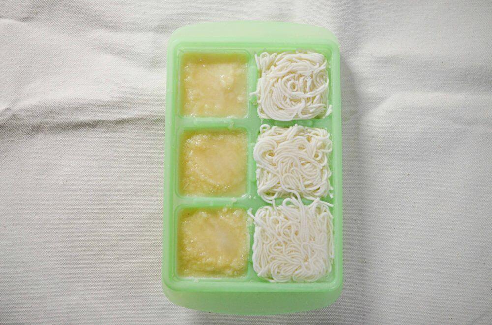 左がそうめんを冷凍したもの。右が高野豆腐のペーストを冷凍したもの。
