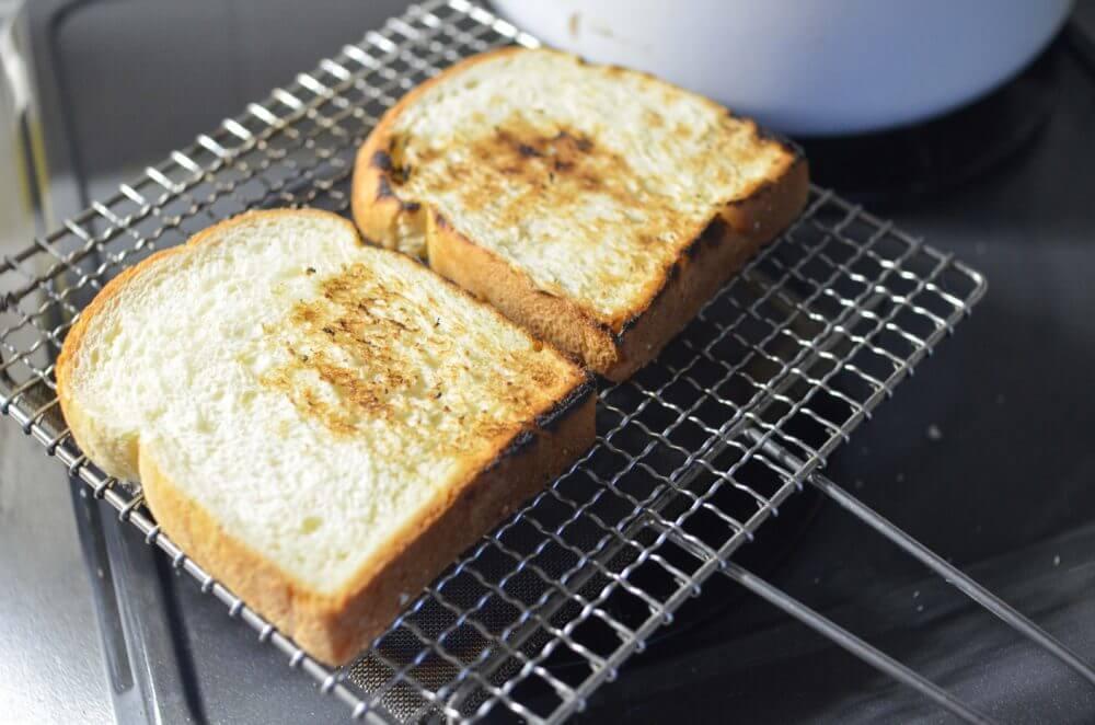 辻和金網で焼いたトースト