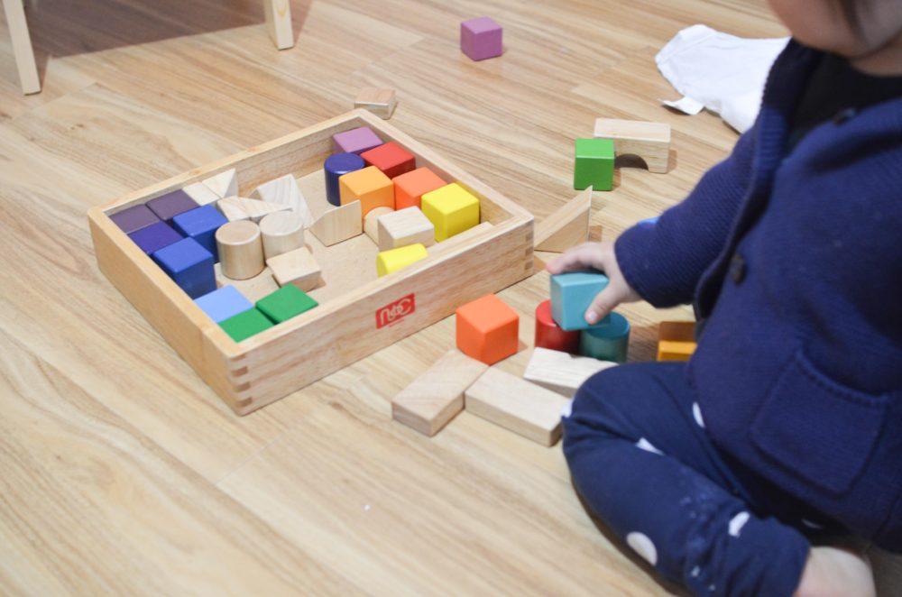 ニチガンの積み木「12colors blocks」